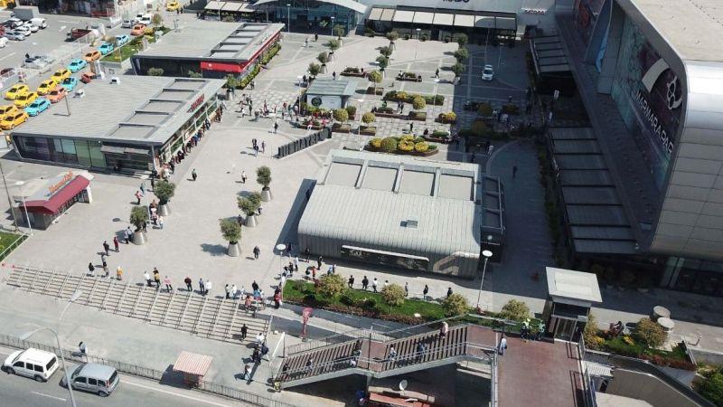AVM'lerin 11 Mayıs'ta açılmasıyla bugün ilginç görüntüler yaşandı