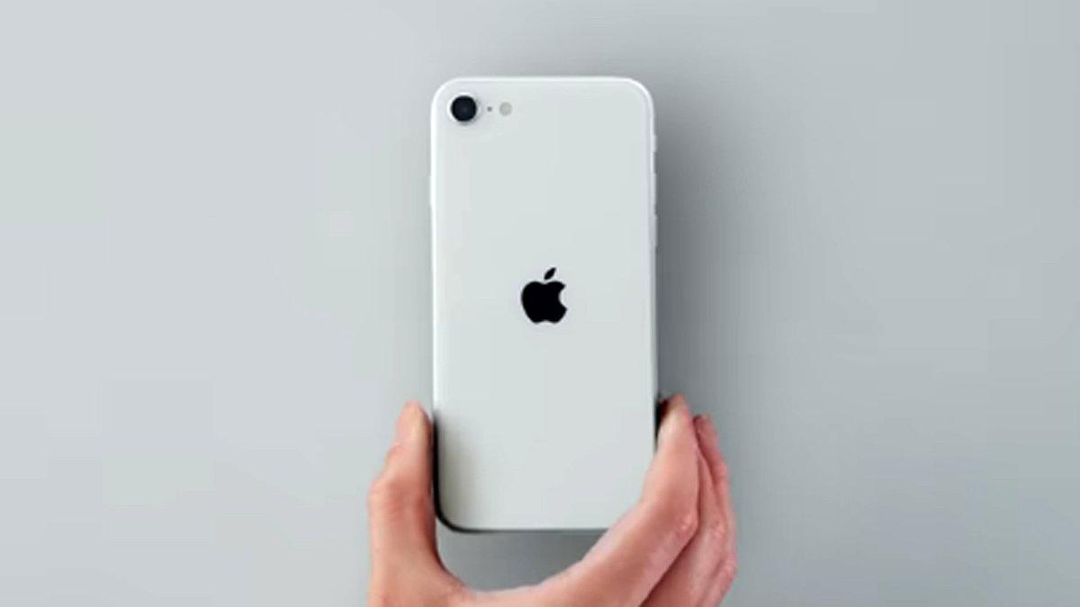 Eski telefonunu getiren yeni iPhone SE'yi uygun fiyata satın alabiliyor