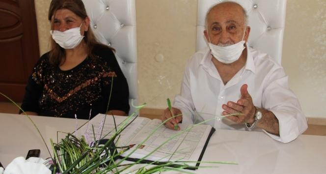 Sosyal medyada fenomen haline gelen Burhan Amca eski eşiyle yeniden evlendi