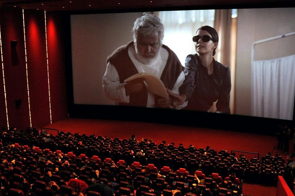 Sinema salonlarının eylülden önce açılmasını erken buldu!