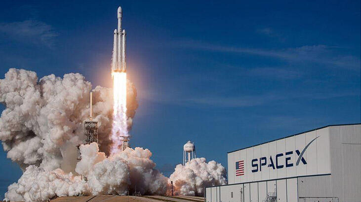 Tarihte ilk kez özel bir şirket uzaya insan gönderdi