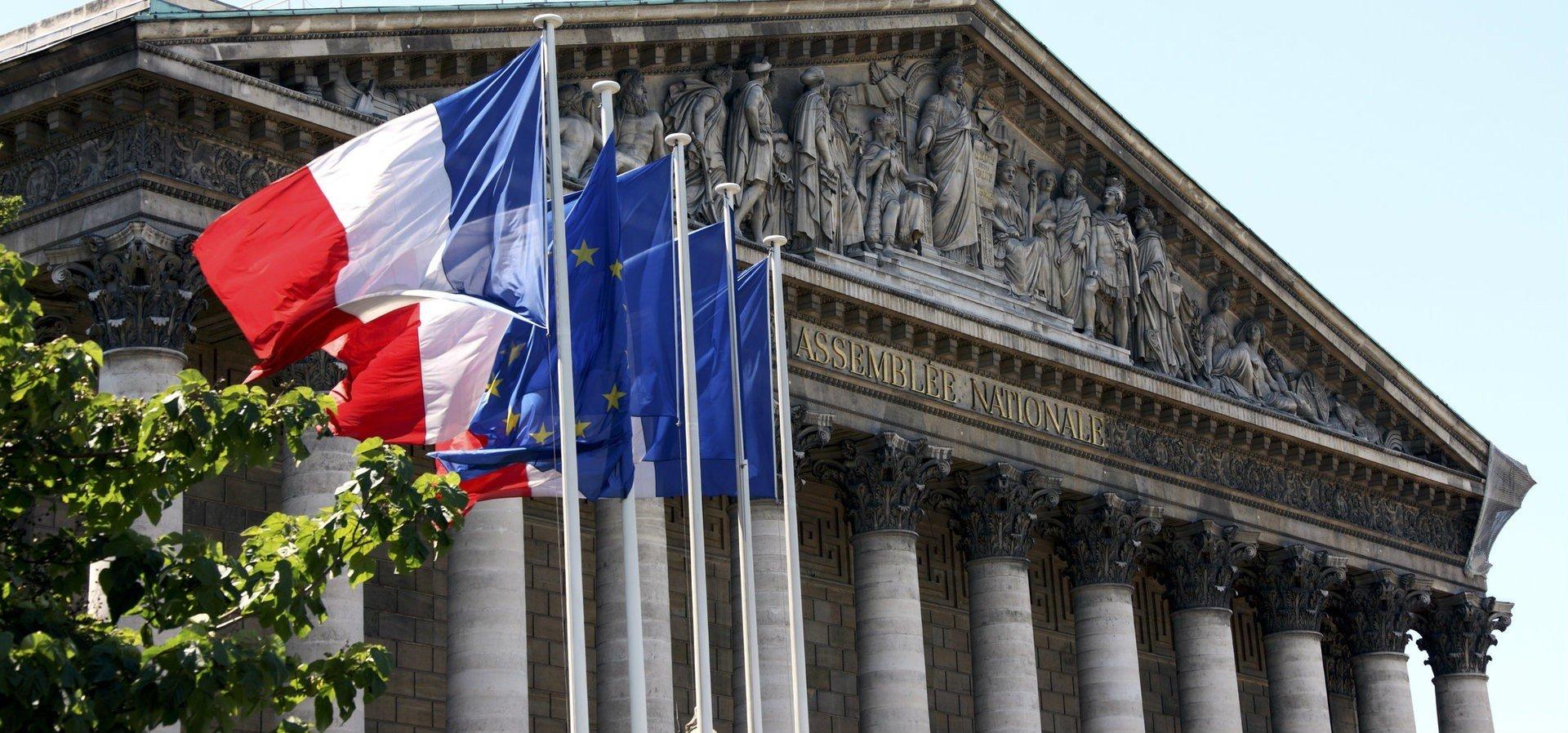 Fransa'dan yeni sosyal medya ve internet suçları yasası