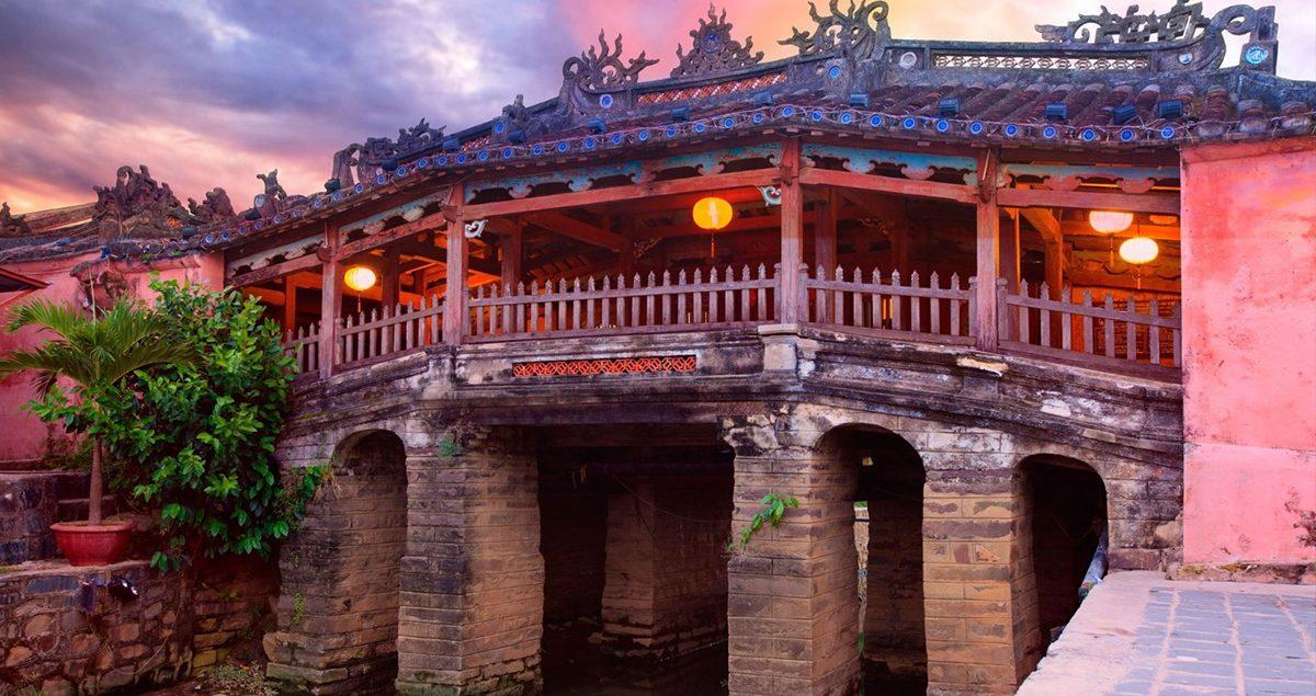 Vietnam'ın en ünlü köprüsü Hoi An şehrindeki Japon Köprüsü