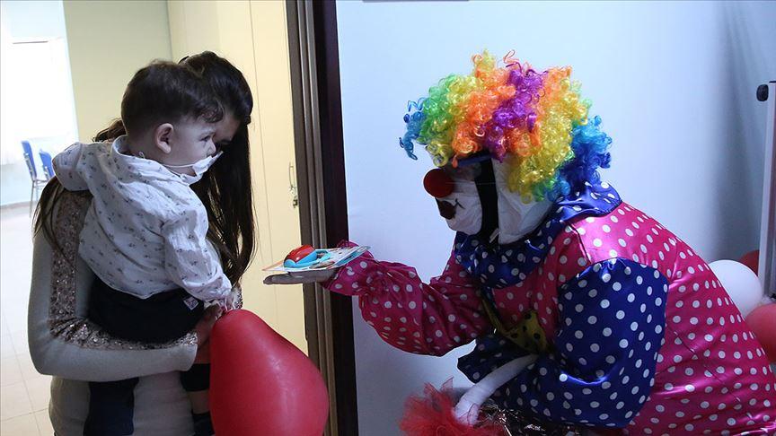 Gençlik ve Spor Bakanı Mehmet Muharrem Kasapoğlu'nun gönderdiği oyuncaklar, çocuklara dağıtıldı