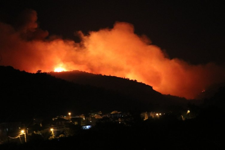 İzmir'de önü alınamayan orman yangını yürekleri de yaktı
