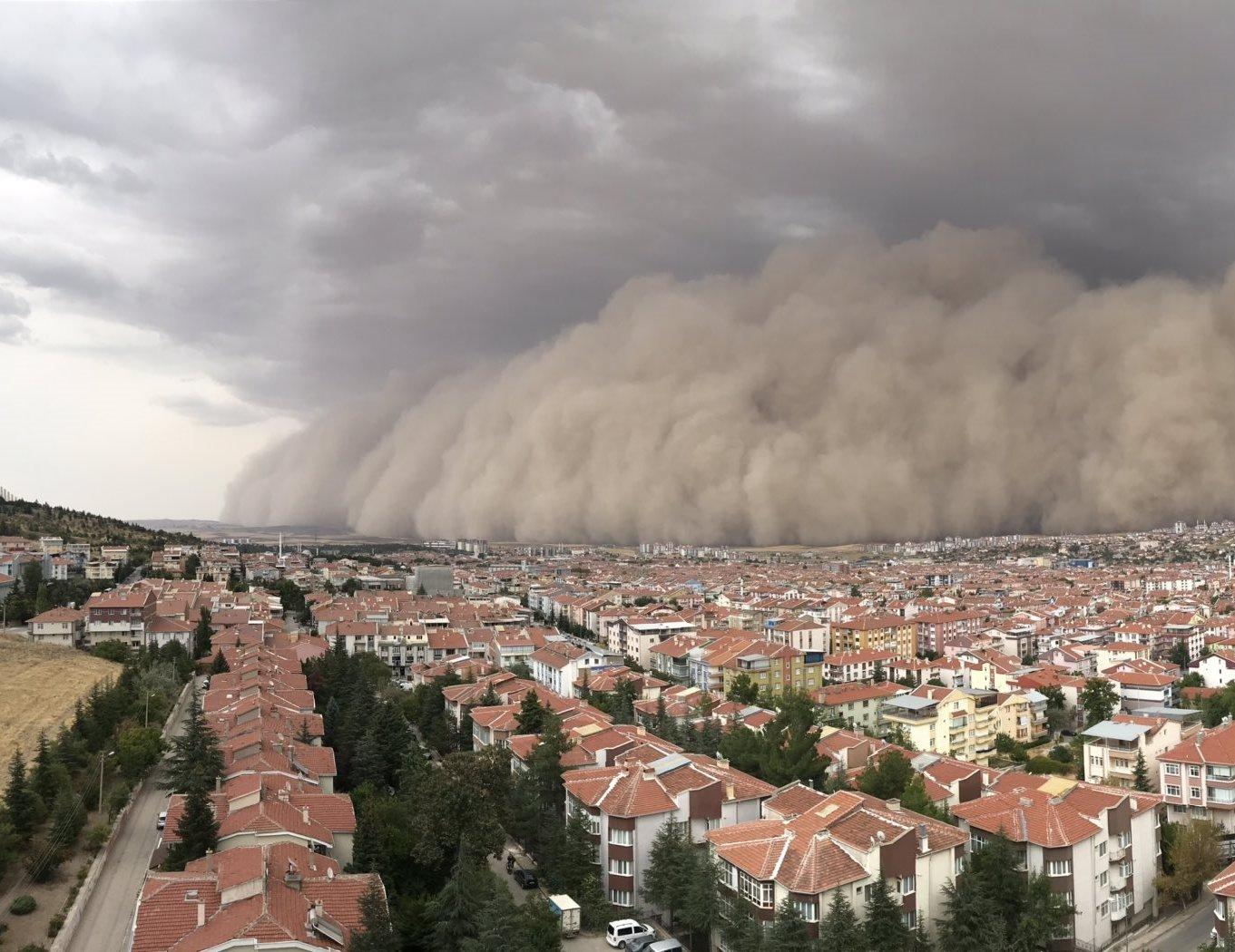 Kum fırtınası Ankara/Polatlı'yı savurdu!