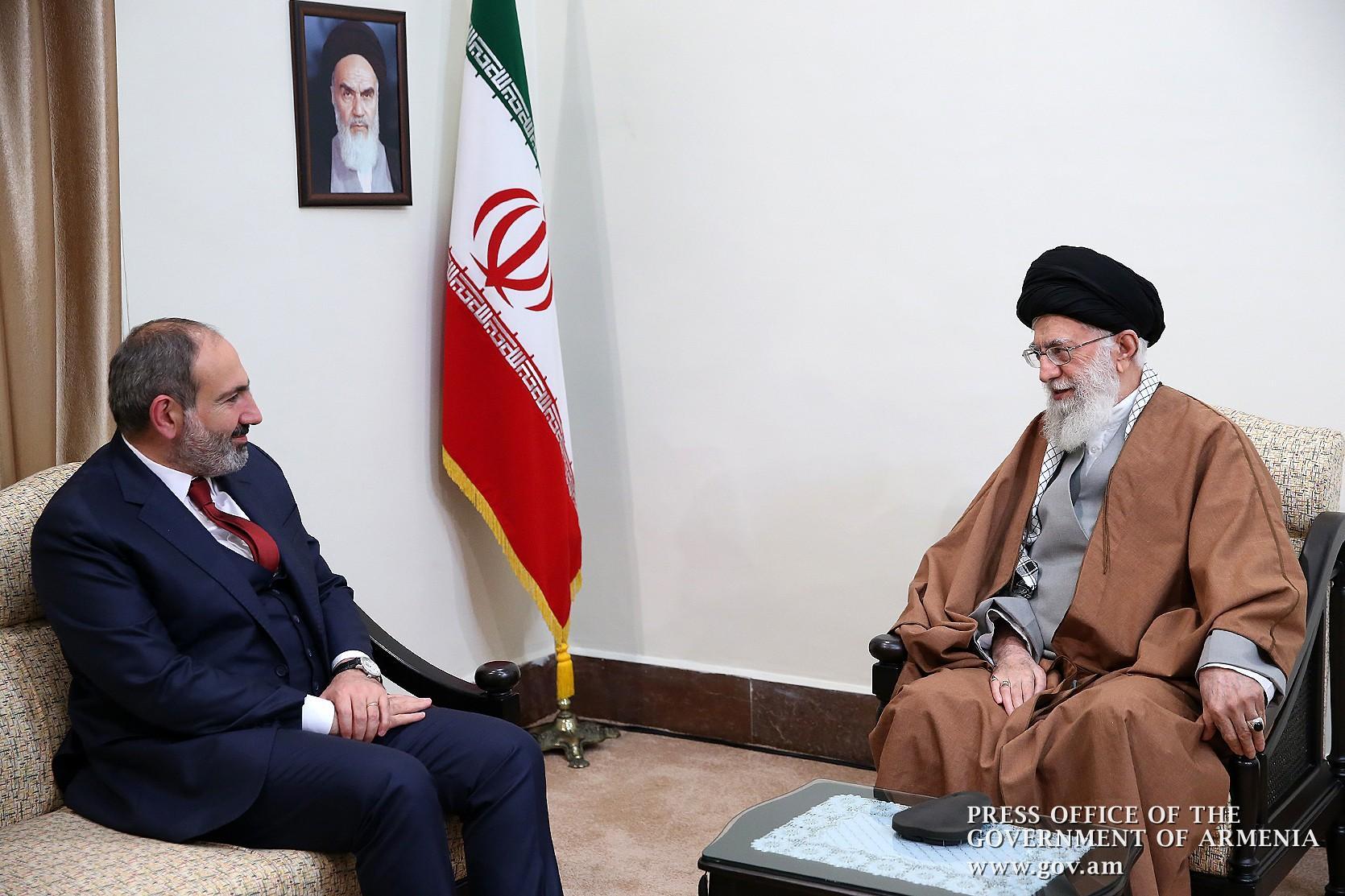 İran'ın Azerbaycan'a askeri destek vermesi ihanetine İran Türkleri dayanamadı!