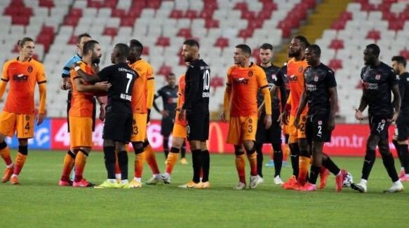 Sivasspor maçında Arda-Gradel gerginliği