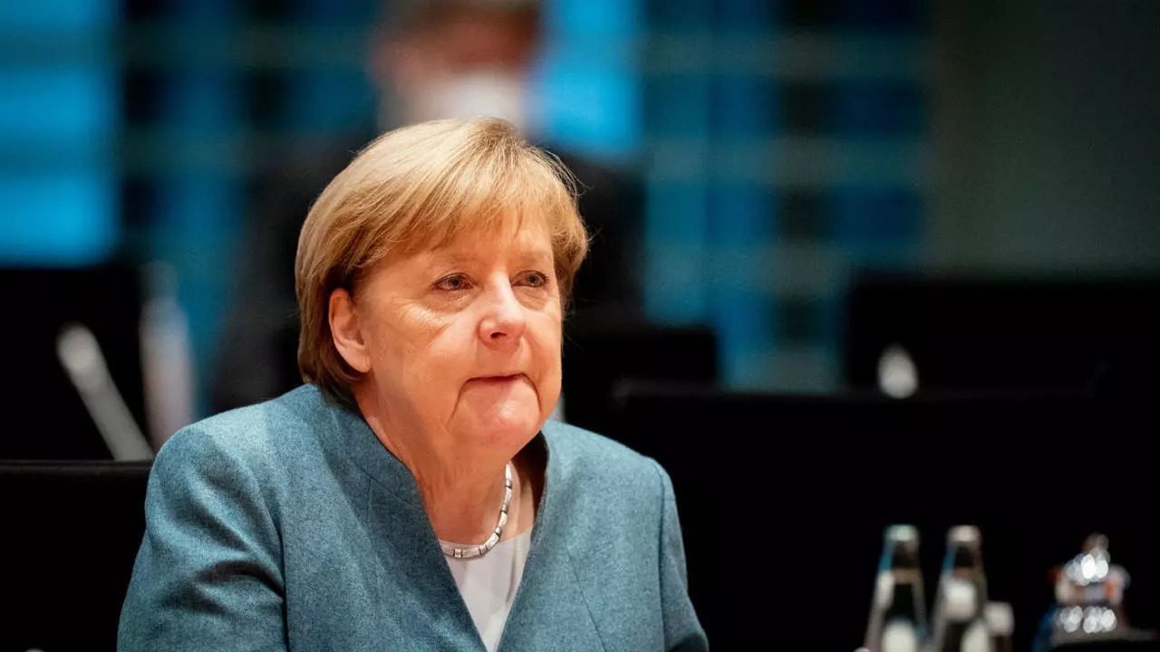 Gemi bastıran Merkel'in ofisini bastılar! Yine vibratif tepki verdi mi?